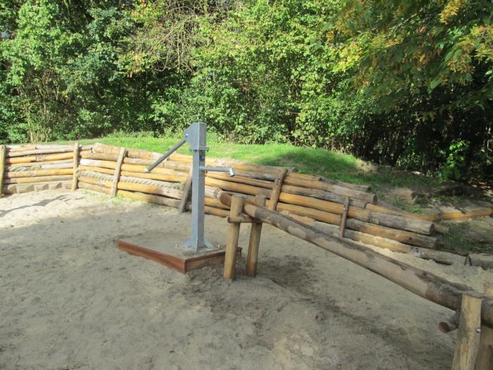 Waterpomp in speelpark Groenewoud