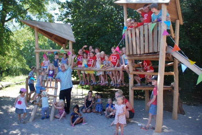 Wethouder openbare ruimte opent vernieuwde speeltuin in Groenewoud