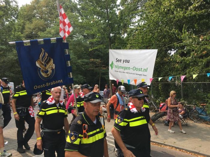 Nijmegen-Oost onthaalt vierdaagselopers vet feestelijk